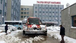 Yalova Belediyesi tarafından yolları açık tutabilmek için 3 günde 600 ton tuz kullanıldı