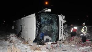 Virajı alamayan yolcu otobüsü şarampole uçtu: 31 yaralı