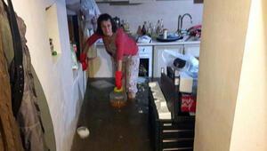 Avşar kızının su baskınından mağdur teyzesi öfkeli