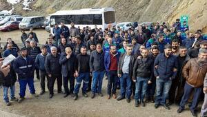 Şirvanda işten çıkarılan maden işçilerinden oturma eylemi
