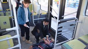 Otobüste kalp krizi geçiren yolcuyu şoför hayata döndürdü