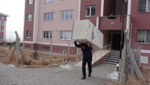 Dar gelirli ailelerin kiraya verdiği TOKİ konutlarında tahliye