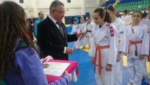 Kemalpaşalı judocular madalyayla döndü