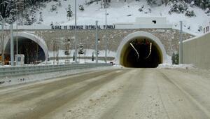 Ilgaz 15 Temmuz İstiklal Tünelinin tek şeridi bakımda