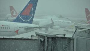 Kar basladı,uçak seferlerinde aksama yok