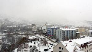 Tuncelide 300 köy yolu kardan kapandı