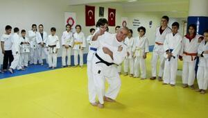Judo eğitmeni 46 yıldır sporcu yetiştiriyor