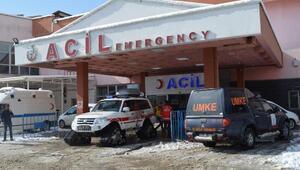 Yolu kardan kapanan köydeki hasta çocuk paletli ambulansla kurtarıldı