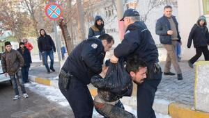 Dur ihtarına uymayan 2 Afgan, polisi alarma geçirdi