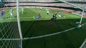 Dünya bunu konuşuyor... Barcelona maçında skandal karar
