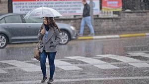 İstanbul'da şaşırtan kar yağışı
