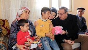 Şırnak Valisi, terör mağduru aileleri ziyaret etti
