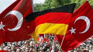 Almanya'da tehlikeli kamplaşma