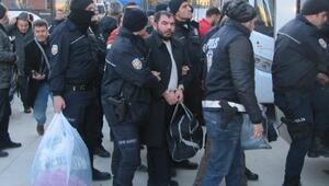 Fırıncılara baskı yapıp haraç aldıkları iddiasıyla 30 kişi tutuklandı