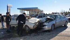 Hasta buzağıyı taşıyan otomobil kaza yaptı: 4 yaralı