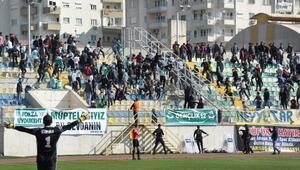 Tarsus-Bingöl maçında olay