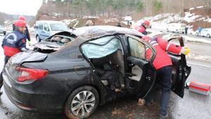 Viraja hızlı giren otomobil takla attı: 4 yaralı