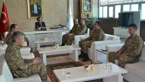 Bitlis Valisi Çınardan fedakar askerler teşekkür