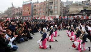 Kahramanmaraşta, Halk Oyunları gösterileri başladı