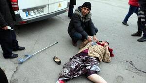 Öğrenci servisinin çarptığı kadın yaralandı