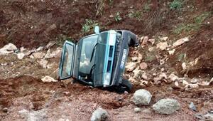 Zonguldakta otomobil şarampole yuvarlandı: 3 yaralı
