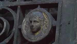 """""""Meryem Ana"""" işlemesi olan 150 yıllık tarihi kapının meraklısı çok"""