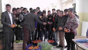 Kumlucadan Hasköylü öğrencilere portakallı birlik mesajı