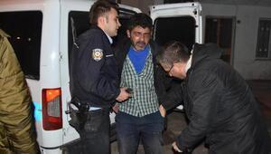 Çocuklarını eve almayan baba, polislere de baltayla saldırdı