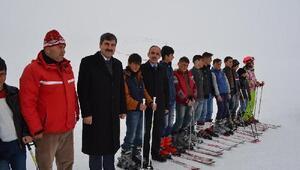 Başkan Asyadan çocuklara kayak