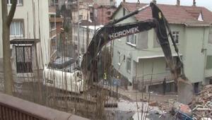 Üsküdarda hasar gören binalar yıkılıyor
