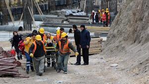 Boluda belediye binası inşaatından düşen 2 işçi yaralandı