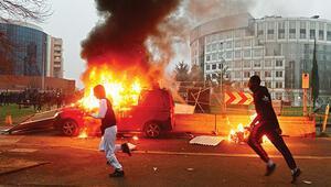 Paris'te polis şiddetine isyan