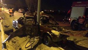Boluda otomobil direğe çarptı: 1 ölü, 1 yaralı