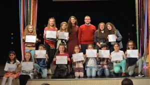 Drama kursunu tamamlayan kursiyerler belgelerini aldı
