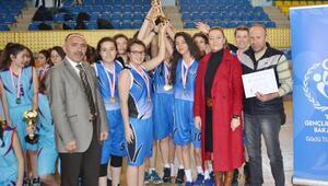 Basketbol genç kız ve erkeklerde Fen Lisesi farkı
