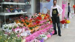 Satıcılar fiyatlardan feragat etti, sevgililer çiçeksiz kalmadı