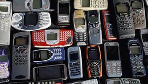 17 yıldır aynı cep telefonunu kullanıyor