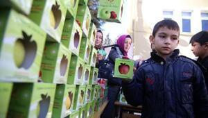Her öğrenciye elma kampanyası