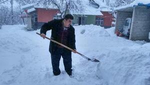 Kar yolları kapattı, 3 ilde 737 yerleşim yeriyle ulaşım kesildi