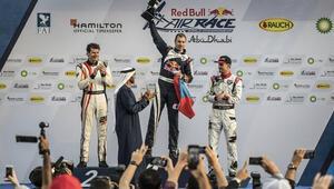 Red Bull Air Race sezonu sürpriz zaferle açıldı
