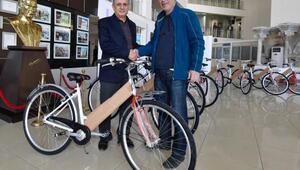 Muratpaşa 2 bin 90 bisiklet dağıttı
