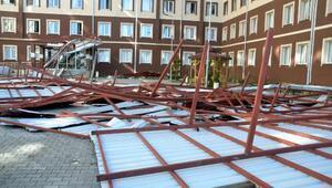Siirtte kız yurdunun çatısı rüzgardan uçtu, faciadan dönüldü