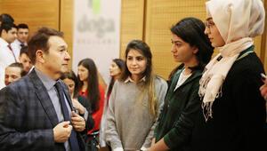 Üniversite adayları rektörle buluştu