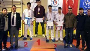 Karatede Pozantıdan 2 şampiyon
