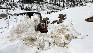 Mersinde karla kaplı yayla yolları açılıyor