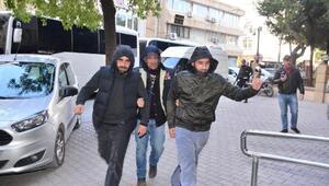 Adanada 25 DEAŞ şüphelisi adliyede
