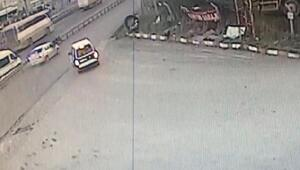 Otomobilin yayaya çarptığı anlar güvenlik kamerasına yansıdı