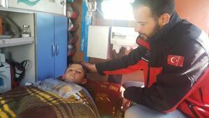 Suriye'de bacakları kopan çocuk tedavi için Hataya getirildi
