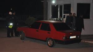 Uyuşturucu şüphelisi, aracıyla emniyetin bahçe kapısına çarpınca yakalandı