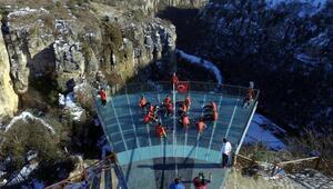 Engelli sporcular kanyon terasında oturarak voleybol oynadı